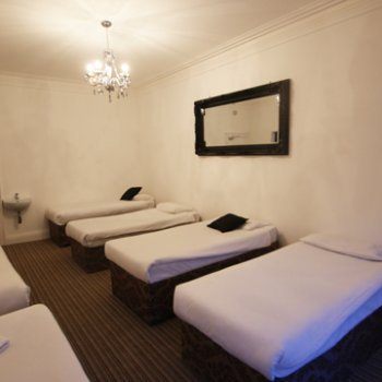 Find self-catering accommodation for Edinburgh city centre apartment - up to 42 beds-