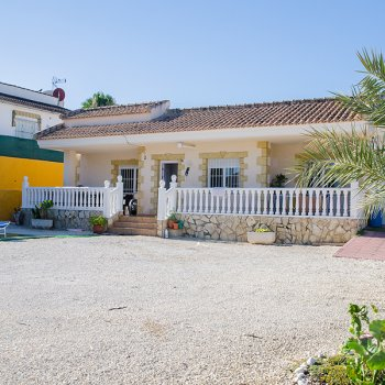 Find self-catering accommodation for Charming pool Villa in La Marina