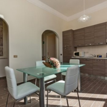 Find self-catering accommodation for Bright Residence near the Vatican, piazza Navona, piazza Spagna