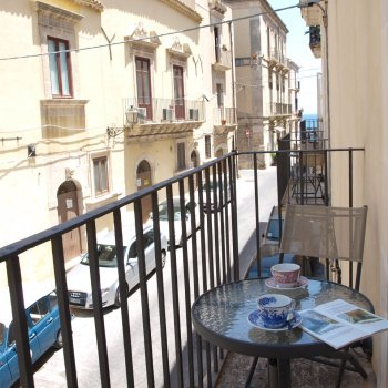 Find self-catering accommodation for Charming studio seaside apartments in Syracusa, Sicily, perfect for short breaks in Syracuse