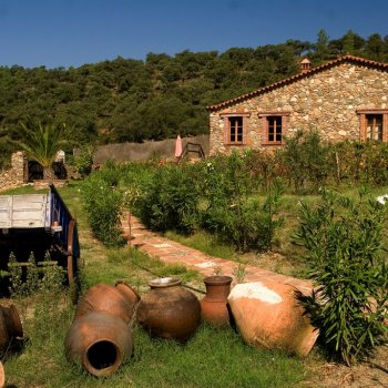 Find self-catering accommodation for 6 beautiful stone cottages in rural paradise of Sierra de Aracena Natural Park with shared pool