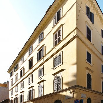 Find self-catering accommodation for Cosy bed & breakfast, 200 m from St. Peter's Basilica. Your home in Rome