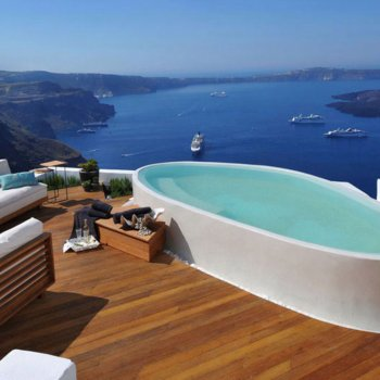 Find self-catering accommodation for 9 prestigious holiday suites to let in Imerovigli Santorini with stunning panoramic sea views