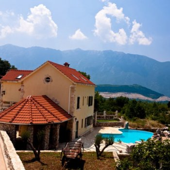 Find self-catering accommodation for Beautiful 5 bedroom holiday Villa in Croatia with heated outdoor pool, gym, bar, jacuzzi and sauna