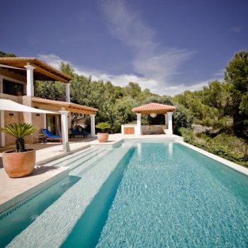 Find self-catering accommodation for Stunning 4 bedroom holiday villa on the island of Ibiza, Spain, with eternity swimming pool