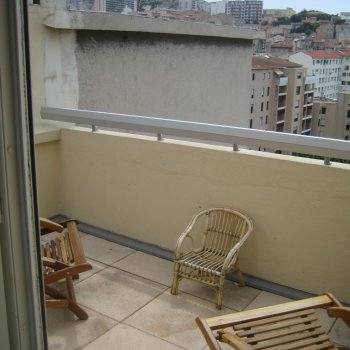 Find self-catering accommodation for Studio furnished with 3 terraces in Marseille - France