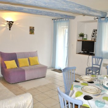 Find self-catering accommodation for 2 Bedroom Holiday Farmhouse, France