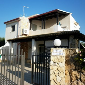 Find self-catering accommodation for 3 Bedroom Holiday Apartment in Villa, Noto, Italy