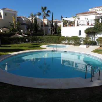 Find self-catering accommodation for Modern 3 bedroom apartment within 300 metres of Burriana Beach in Andalucia Spain