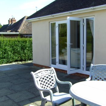 Find self-catering accommodation for Detached Self Catering Village Bungalow Close to Henley on Thames.