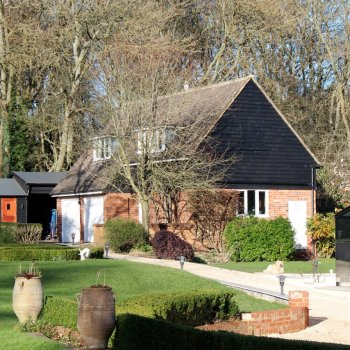 Find self-catering accommodation for Lovely annex in the Chilterns with swimming pool