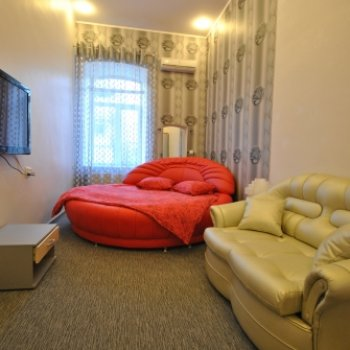 Find self-catering accommodation for Modern apartment in the centre of Odessa