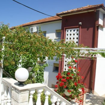 Find self-catering accommodation for Romantic apartment in Vinisce, Croatia with view of the sea