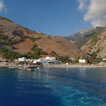 Find self-catering accommodation for Artemis Studios, split-level, attic as bedroom, Agia Roumeli, Sfakia, Crete close to Samaria gorge.