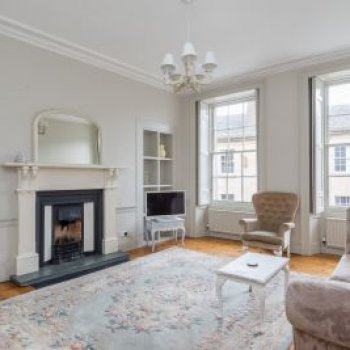 Find self-catering accommodation for Stunning Flat in Stockbridge, close to Centre for Festival