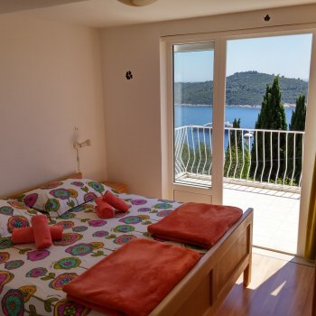 Find self-catering accommodation for Charmming studio with sea view