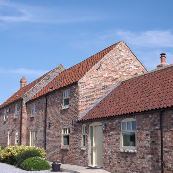 Find self-catering accommodation for Broadgate Farm Cottages 2,3,4 & 6 bedroom barns near Beverley and Hull