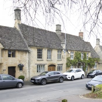 Find self-catering accommodation for Luxurious and spacious accommodation in Burford
