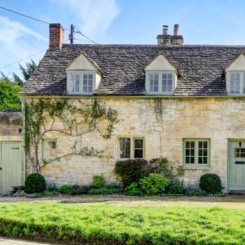 Find self-catering accommodation for Lovely cottage in the idyllic village of Little Barrington