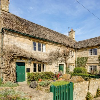 Find self-catering accommodation for Gasson's View is Cottage with Cotswold character in the village of The Filkins.