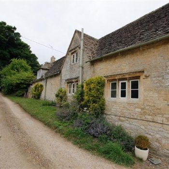 Find self-catering accommodation for 1 Lower Upton is a cosy Cotswold cottage located just outside of Burford