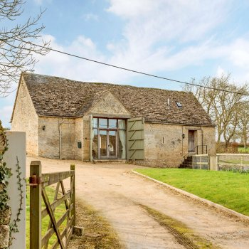 Find self-catering accommodation for A stunning newly refurbished barn in the heart of Little Barrington