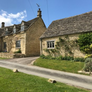 Find self-catering accommodation for An elegant, one bedroomed retreat located in the heart of Little Barrington
