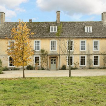Find self-catering accommodation for Manor Farm is a lovely village house dating back to the Queen Anne period. Set in 12 acres of land.
