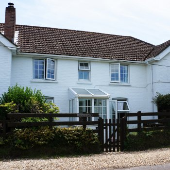 Find self-catering accommodation for New Forest Cottage right in National Park, Ponies at the gate!