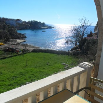 Find self-catering accommodation for Studio Type 2 + 0 with a view of the sea