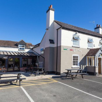 Find self-catering accommodation for Pub with Italian restaurant in lovely village of Kinnersley