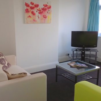 Find self-catering accommodation for Light and airy apartment with parking and garden west side of Cheltenham centre