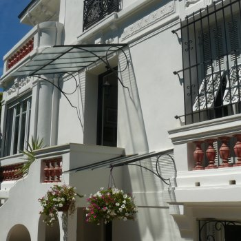 Find self-catering accommodation for Charming apartment in lovely villa.