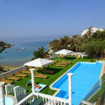 Find self-catering accommodation for Apartment with beautiful sea view typ : 2+3 island Pag Novalja
