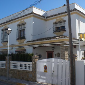 Find self-catering accommodation for Apartment. Garage, Wifi, Air Conditioning, Sun and beach all year round. Playa de Regla at 300 mete