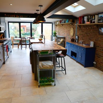 Find self-catering accommodation for Central Chichester Three-Bedroom Home - 10 mins from Goodwood - Dog Friendly