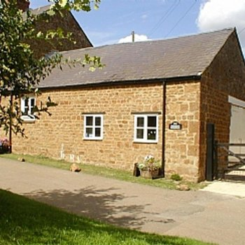 Find self-catering accommodation for Charming 1 bedroom house in the Cotswolds.