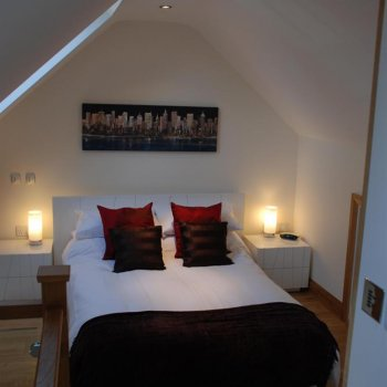Find self-catering accommodation for Luxury Serviced Holiday Apartment in Blewbury, Oxfordshire. Free Wifi, parking, ensuite.
