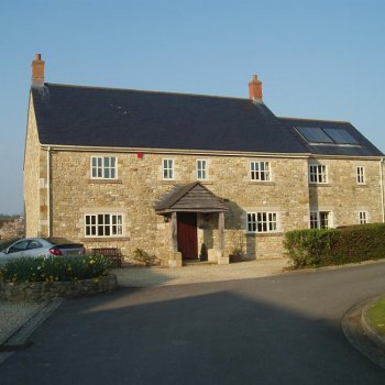 Find self-catering accommodation for A luxurious 6 bedroom farmhouse in Somerset. Luxurious Glastonbury accommodation.