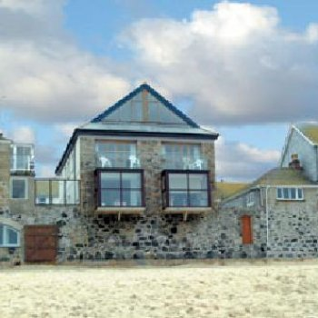 Find self-catering accommodation for Beautiful beach side apartment in St Ives.