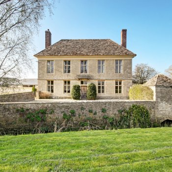 Find self-catering accommodation for Yew Tree Farmhouse is a stunning Queen Anne period home with 7 bedrooms in Wiltshire