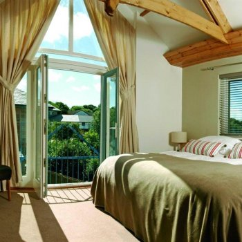 Find self-catering accommodation for Luxurious 5 Star cottages with indoor swimming pool and 2 Bedrooms, ideal place to stay in Cornwall.