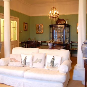 Find self-catering accommodation for 2 bedroom period apartment in the Montpellier district of Cheltenham.