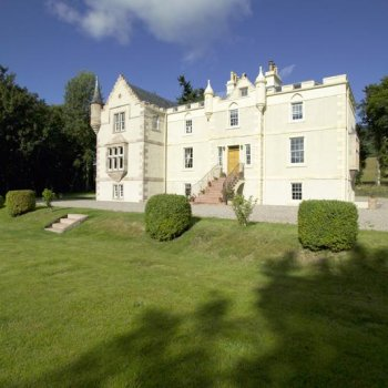 Find self-catering accommodation for 5 Star Scottish Mansion House Near Inverness With Seven En-Suite Bedrooms Offering Stylish Luxury