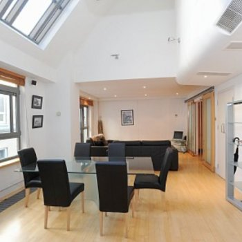 Find self-catering accommodation for Luxurious Two Storey Self Catering Penthouse Apartment near St James' Park, London