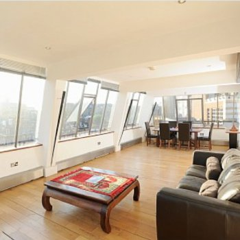 Find self-catering accommodation for Centrally Located Stylish Self Catering Apartment Adjacent to Westminster Abbey, Central London