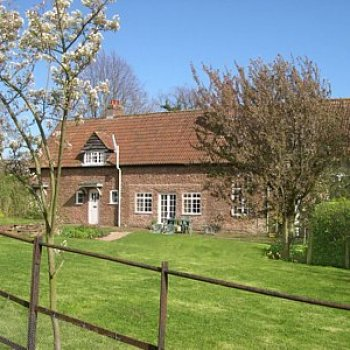 Find self-catering accommodation for Attractive peaceful holiday cottage in Wye Valley, close to Gloucester/Hereford border. Sleeps 4.