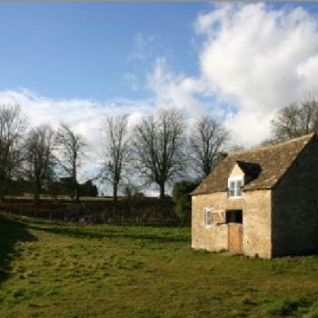 Find self-catering accommodation for Cotswold family house near Tetbury offering B&B accommodation for weekend breaks and short stays.