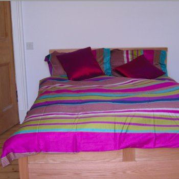 Find self-catering accommodation for Lovely double bedroom available for short stays and longer lets in Victorian Edinburgh townhouse.